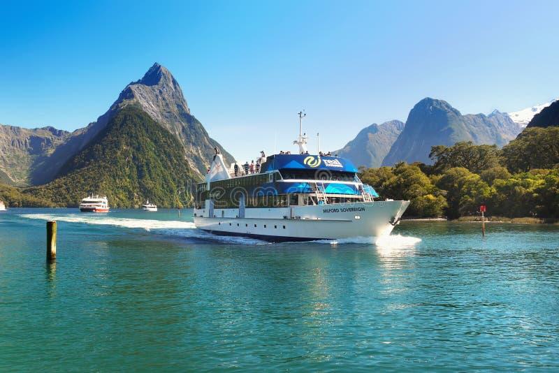 Nueva Zelanda, paisaje escénico del fiordo, travesía de Milford Sound fotos de archivo libres de regalías