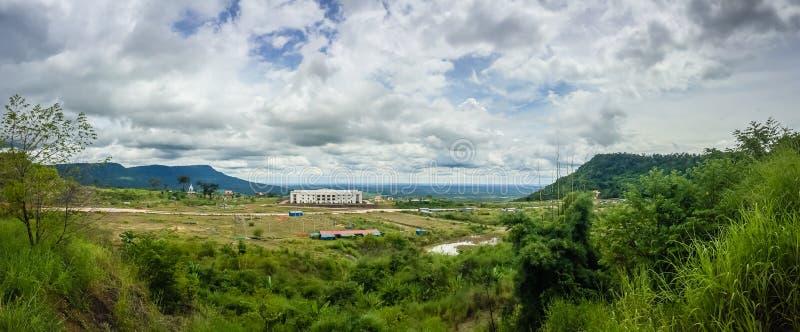 Nuevamente edificio del casino en Chong Arn Ma, paso de frontera de Tailandés-Camboya (llamado un paso de frontera de Ses en Camb foto de archivo libre de regalías