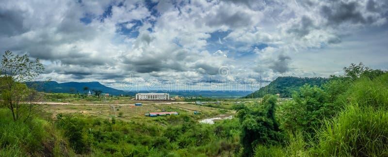 Nuevamente edificio del casino en Chong Arn Ma, paso de frontera de Tailandés-Camboya (llamado un paso de frontera de Ses en Camb imagenes de archivo