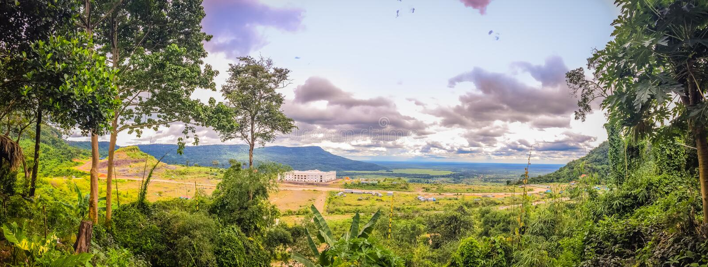 Nuevamente edificio del casino en Chong Arn Ma, paso de frontera de Tailandés-Camboya (llamado un paso de frontera de Ses en Camb imágenes de archivo libres de regalías