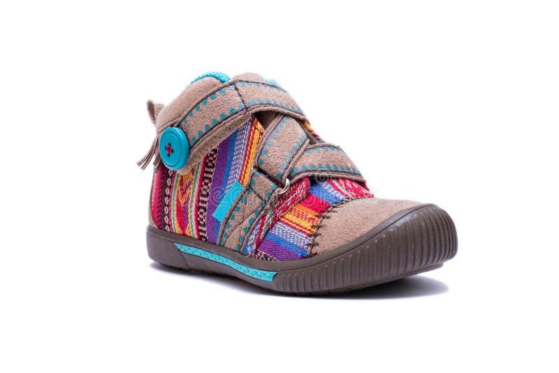 Nuevas botas coloridas del niño de la moda aisladas en el fondo blanco fotos de archivo