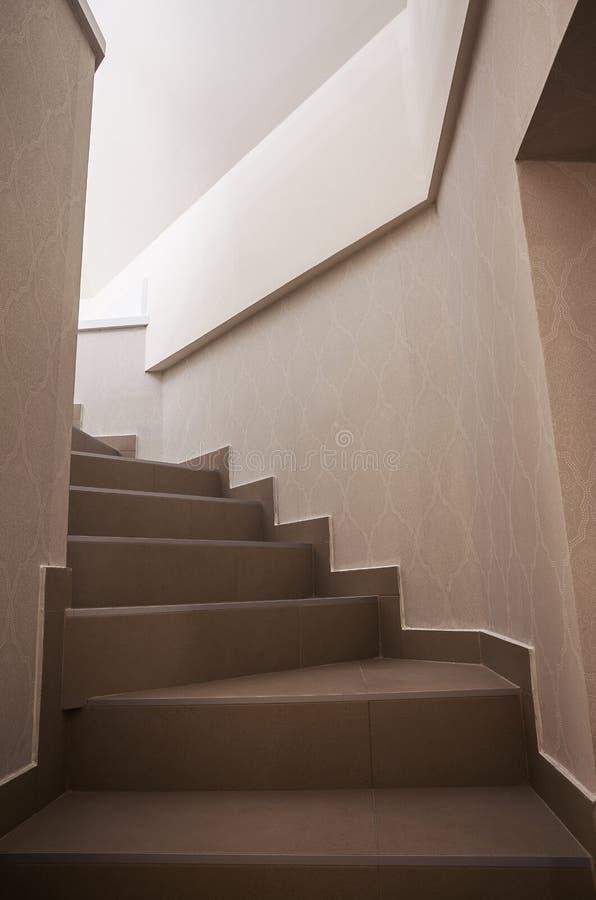 Nuevas escaleras en la habitación fotos de archivo libres de regalías