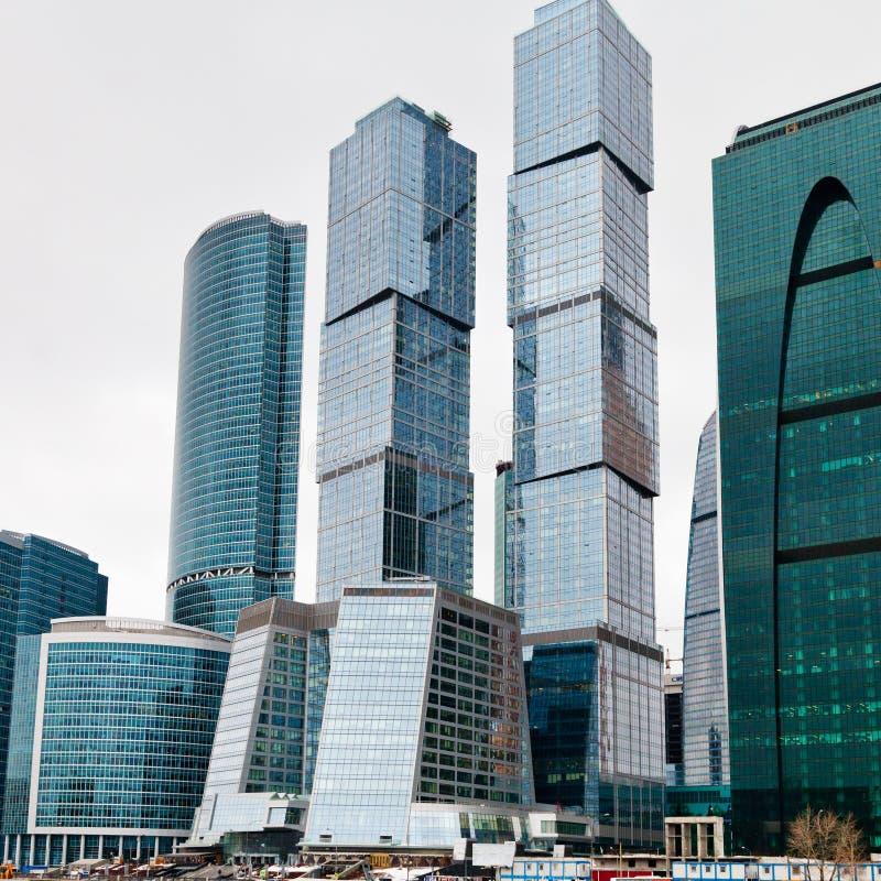 Nuevas torres de cristal de la ciudad de Moscú imagen de archivo