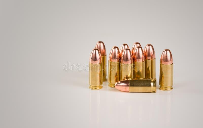 Nueve (9) milímetros de latón Shell Ammunition fotografía de archivo libre de regalías