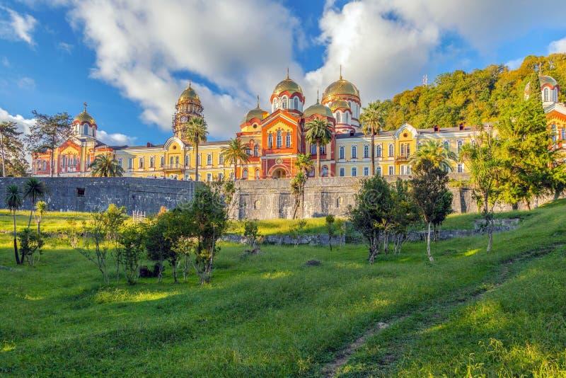 NUEVO AFON, ABJASIA - 21 DE OCTUBRE DE 2014: Nuevo Athos Monastery imágenes de archivo libres de regalías