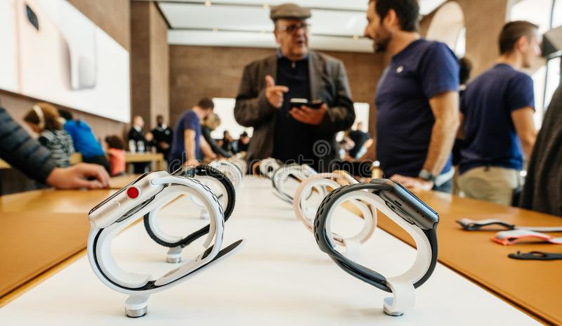 Nuevo Apple mira el genio de Apple de la serie 3, fila de los relojes fotos de archivo