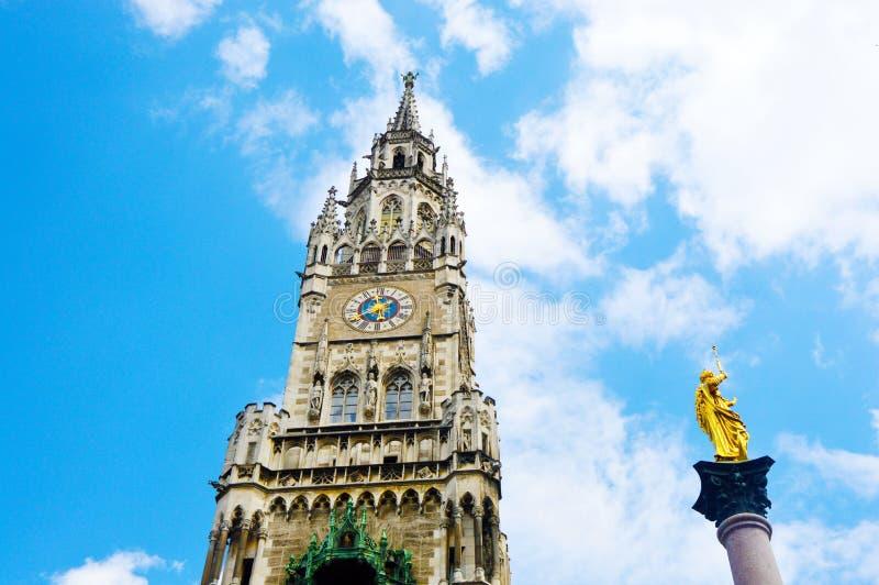 Nuevo ayuntamiento Neues Rathaus en Marienplatz en Munich, Baviera, Alemania fotografía de archivo