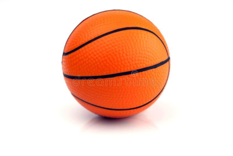 Nuevo baloncesto - aislado en blanco foto de archivo