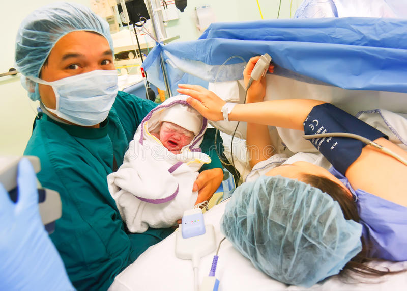 Nuevo bebé llevado asiático foto de archivo