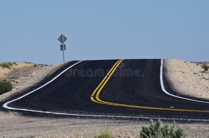 Nuevo Blacktop en el desierto imagenes de archivo