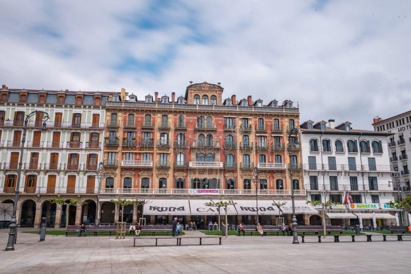 Nuevo Casino en Plaza del Castillo van het zijbeeld van Pamplona waarin u kunt zien stock foto