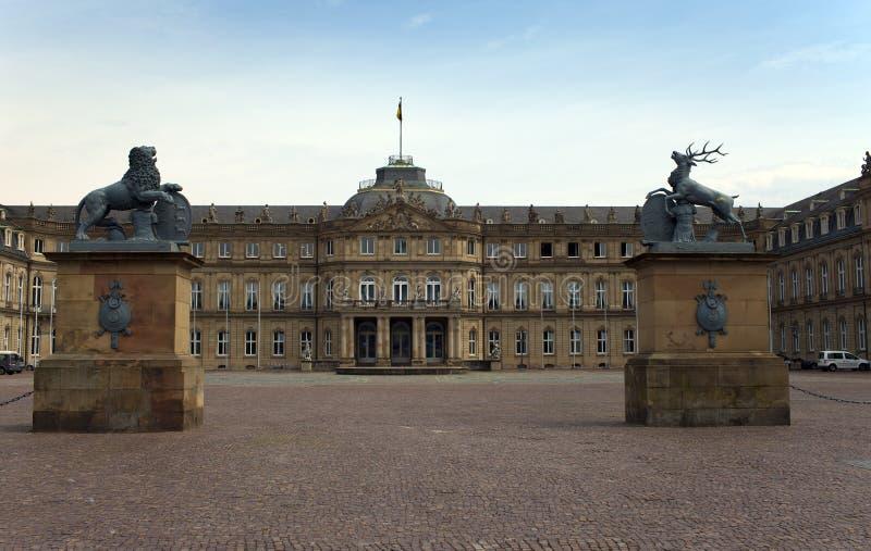 Nuevo castillo de Neues Schloss Palacio del siglo XVIII en estilo barroco en Alemania, Stuttgart imagen de archivo