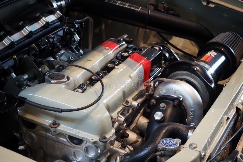 Nuevo coche deportivo que compite con limpio del motor de coche fotografía de archivo libre de regalías