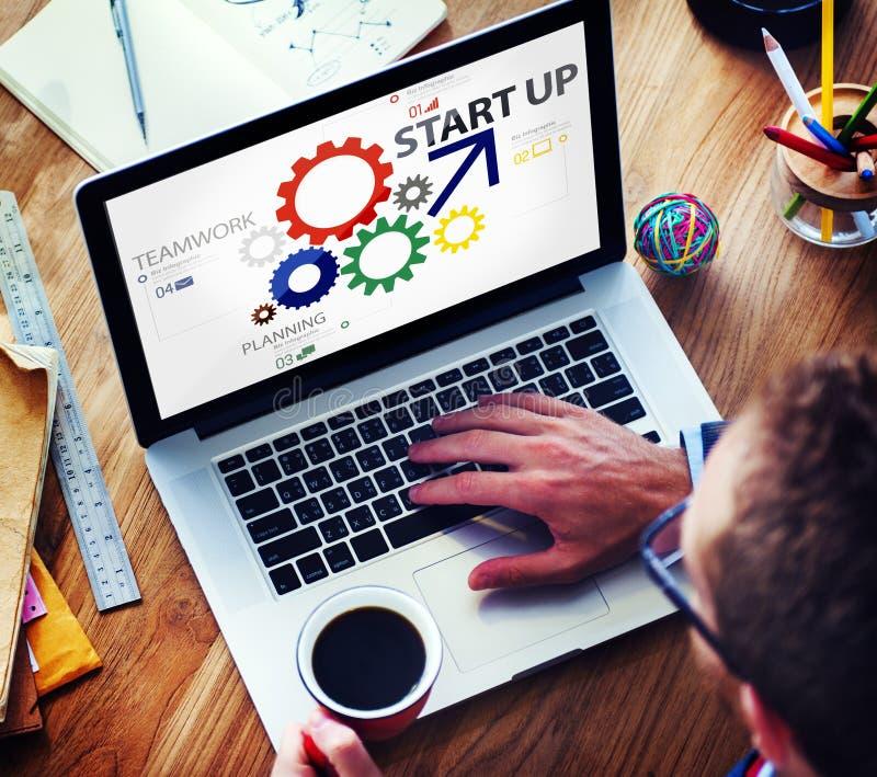 Nuevo concepto de lanzamiento del trabajo en equipo de la estrategia del plan empresarial fotos de archivo