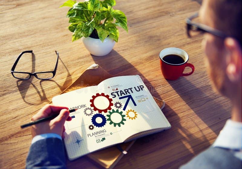Nuevo concepto de lanzamiento del trabajo en equipo de la estrategia del plan empresarial fotografía de archivo
