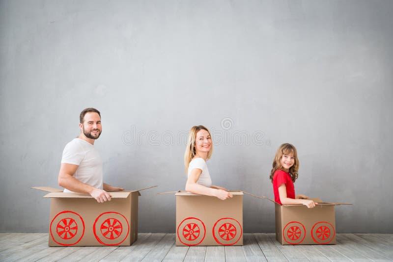 Nuevo concepto móvil casero de la casa del día de la familia imagen de archivo
