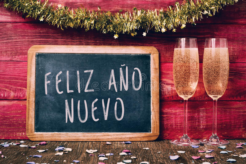 Nuevo del ano del feliz de Champán y del texto, Feliz Año Nuevo en español fotos de archivo libres de regalías