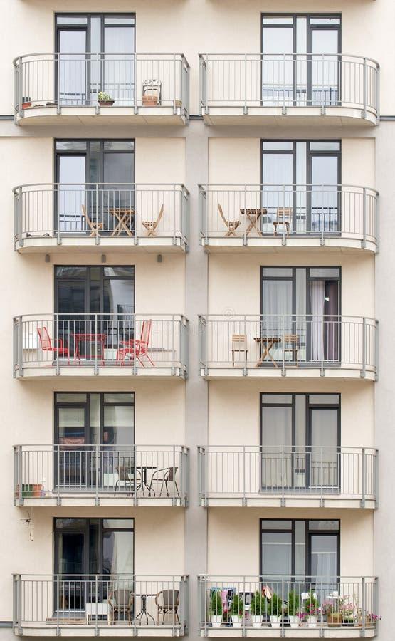 Nuevo edificio con los balcones foto de archivo
