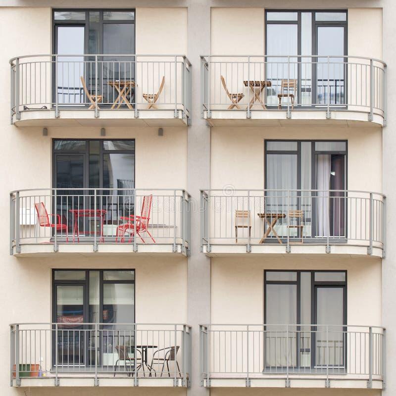 Nuevo edificio con los balcones imágenes de archivo libres de regalías