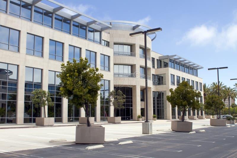 Nuevo edificio de oficinas corporativo en California imagenes de archivo