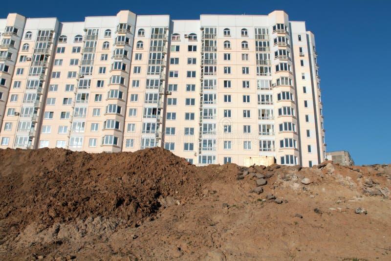 Nuevo edificio de varios pisos foto de archivo