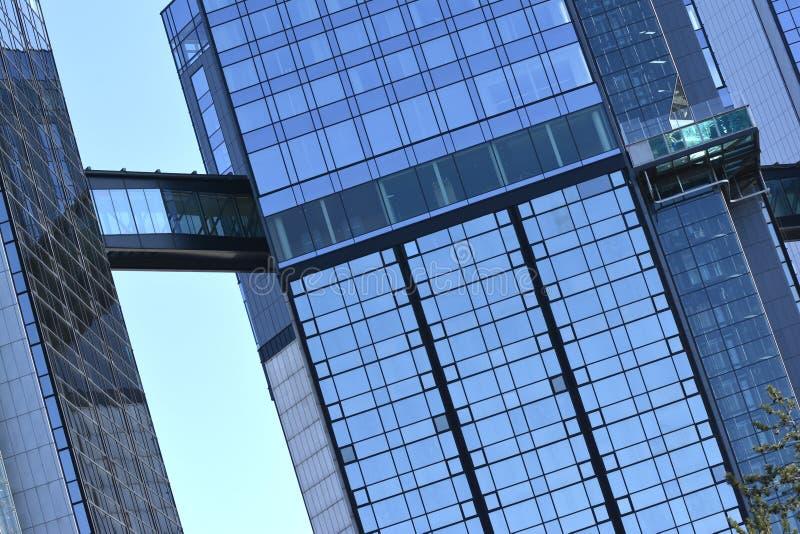 Nuevo edificio moderno fotografía de archivo
