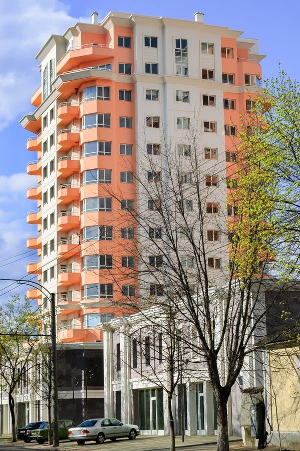 Nuevo edificio residental imagenes de archivo