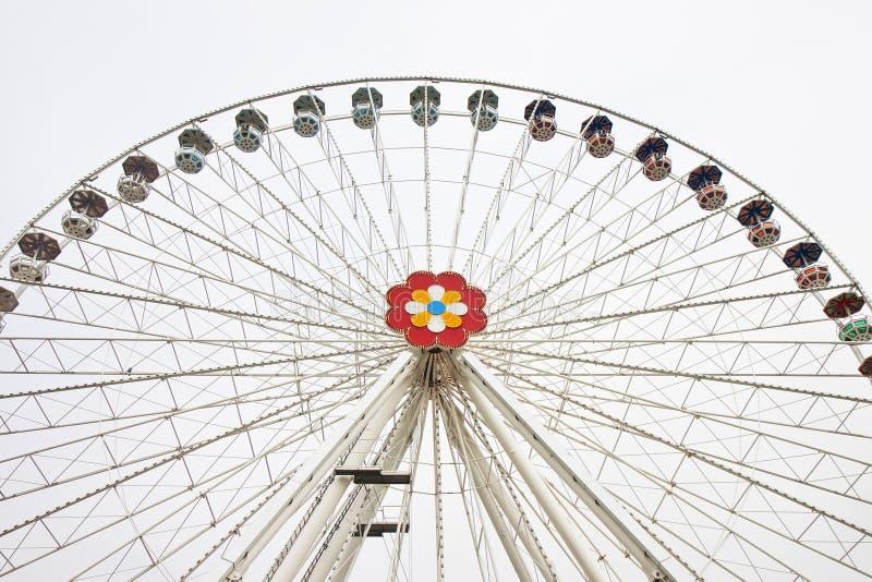 Nuevo Ferris Wheel en Wien en el fondo blanco imagen de archivo libre de regalías