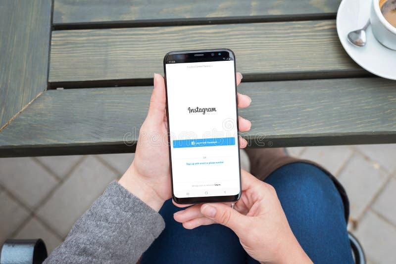 Nuevo formulario de inicio de sesión de Instagram con clave con la opción de Facebook imagen de archivo