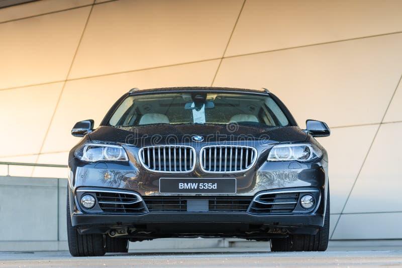 Nuevo modelo moderno de la ventana trasera de lujo de la clase del poder de BMW 535d fotos de archivo libres de regalías