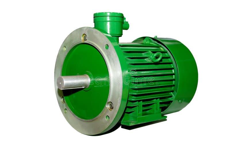 Nuevo motor industrial eléctrico verde aislado sobre fondo blanco fotos de archivo
