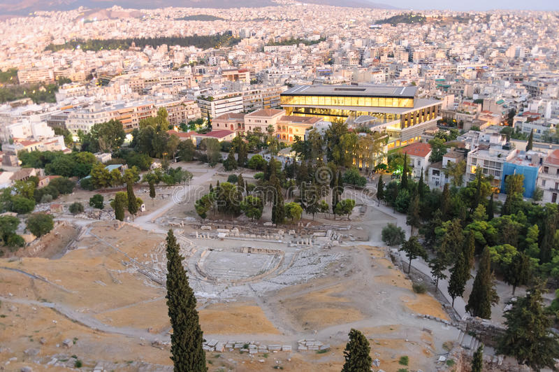 Nuevo museo de la acrópolis iluminado imagen de archivo libre de regalías