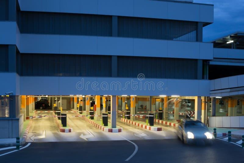 Download Nuevo parking imagen de archivo. Imagen de automóvil - 41917885