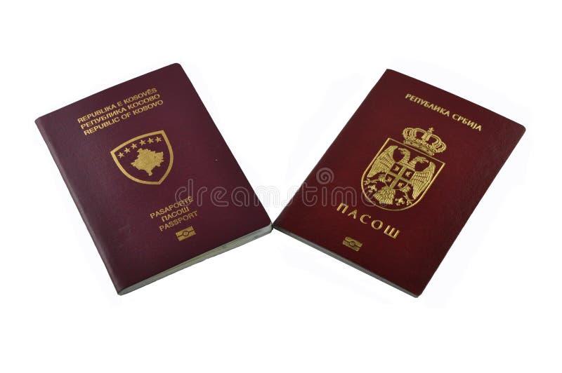 Nuevo pasaporte biométrico de Kosovo y de Serbia foto de archivo libre de regalías