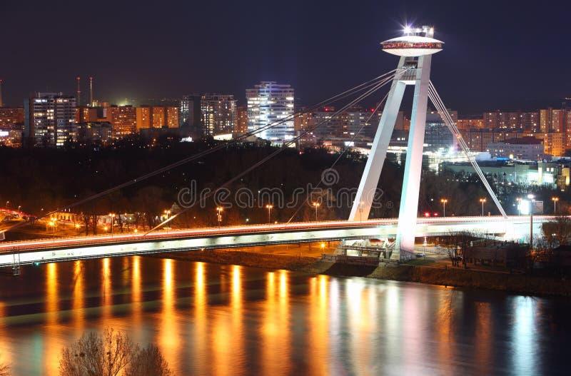 Nuevo puente de Bratislava durante noche. fotografía de archivo libre de regalías