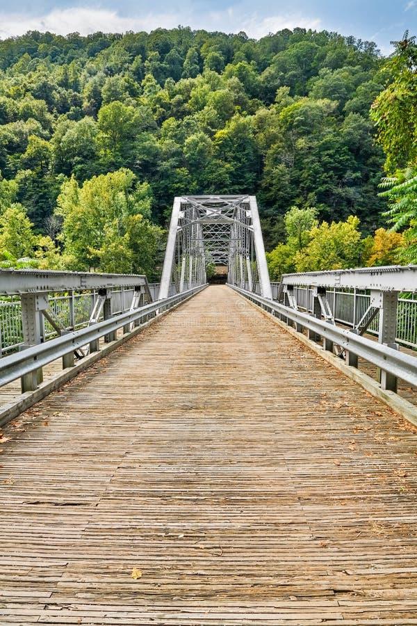 Nuevo puente del río fotografía de archivo libre de regalías