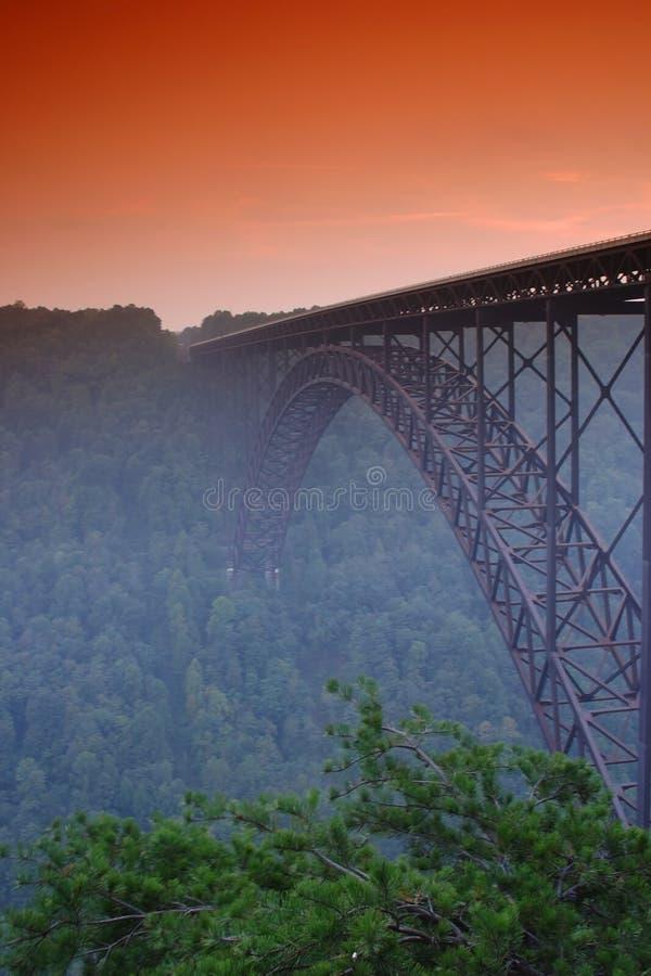 Nuevo puente del río fotografía de archivo