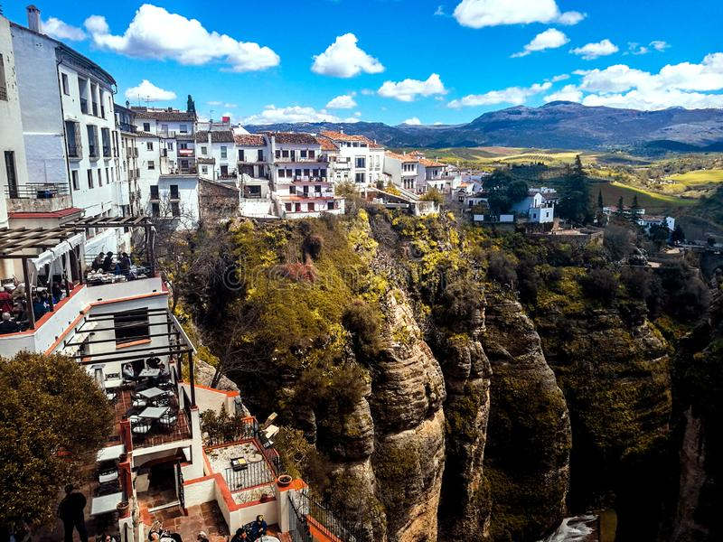 Nuevo puente en Ronda, uno de los pueblos blancos famosos en Andalucía fotos de archivo libres de regalías