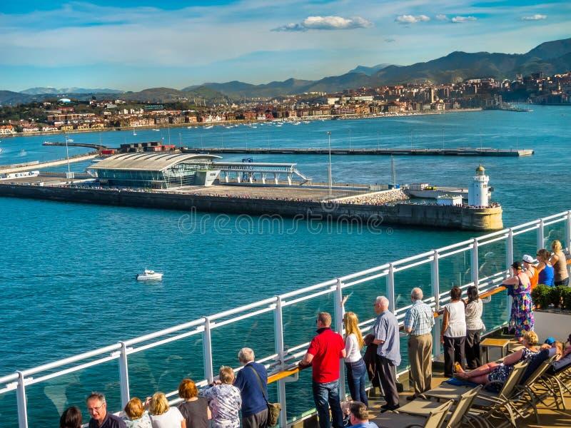 Nuevo puerto de terminal de viajeros de Bilbao, España imagen de archivo