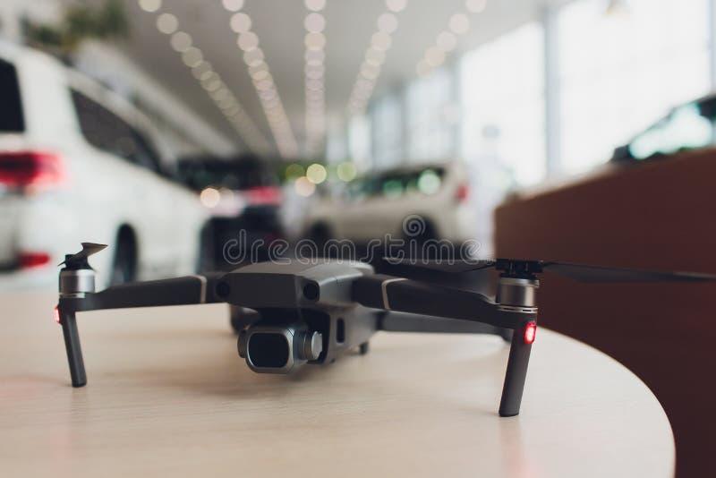 Nuevo quadcopter gris oscuro del abejón con la cámara digital y los sensores imagen de archivo libre de regalías
