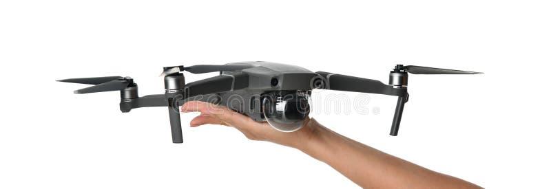 Nuevo quadcopter gris oscuro del abejón con la cámara digital y los sensores que vuelan en blanco imagenes de archivo