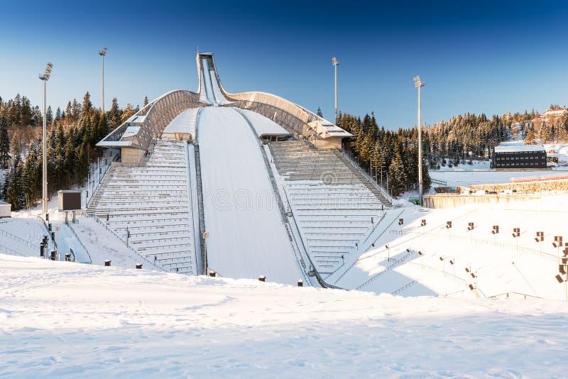 Nuevo salto de esquí de Holmenkollen en Oslo imágenes de archivo libres de regalías