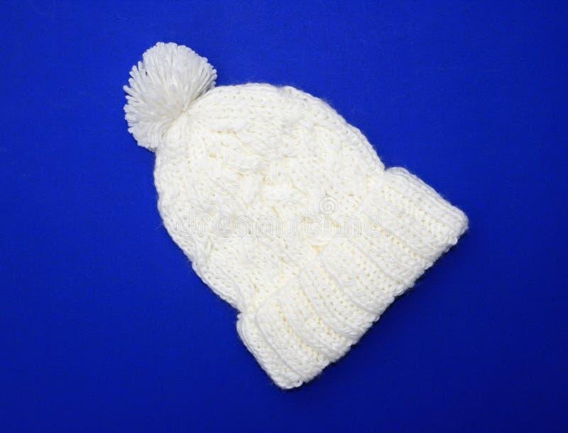 Nuevo sombrero blanco/poner crema del Knit de las lanas imagen de archivo libre de regalías
