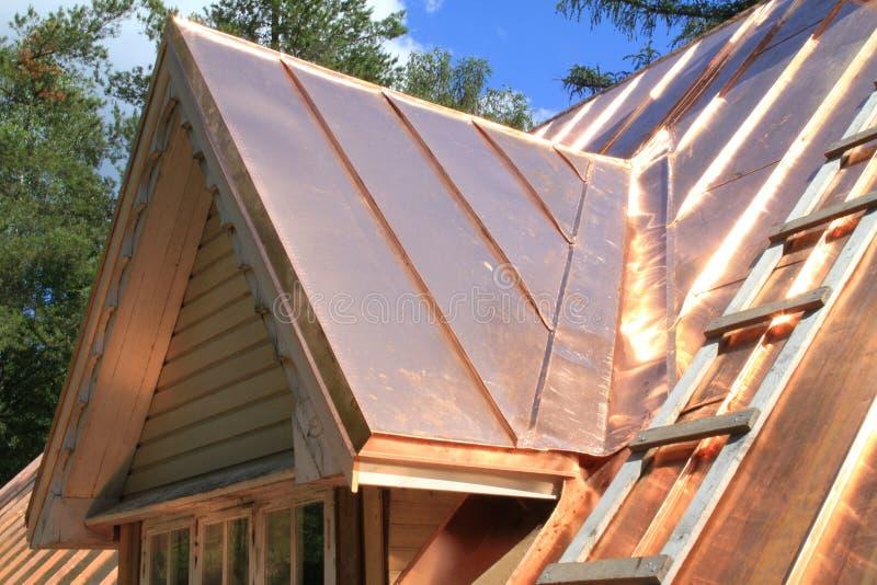 Nuevo tejado de cobre fotos de archivo