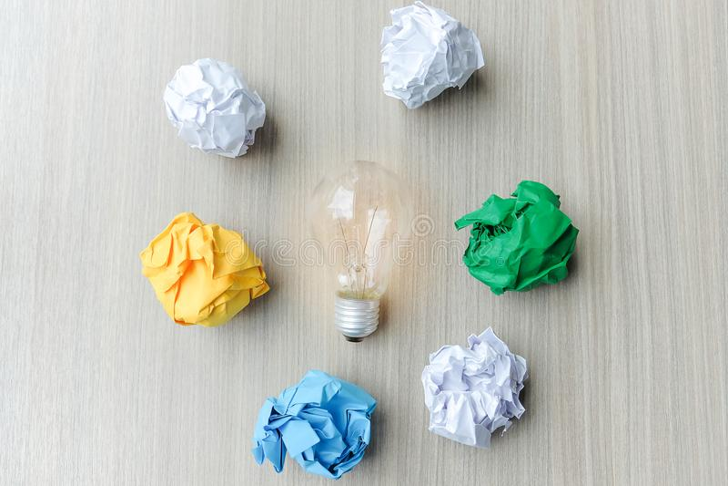 Nuevos conceptos de la idea, creativos, del genio y de la innovación fotografía de archivo