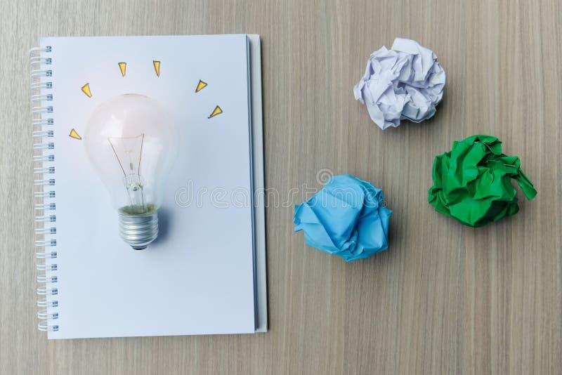 Nuevos conceptos de la idea, creativos, del genio y de la innovación foto de archivo libre de regalías