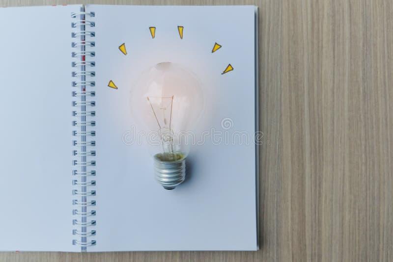 Nuevos conceptos de la idea, creativos, del genio y de la innovación fotografía de archivo libre de regalías