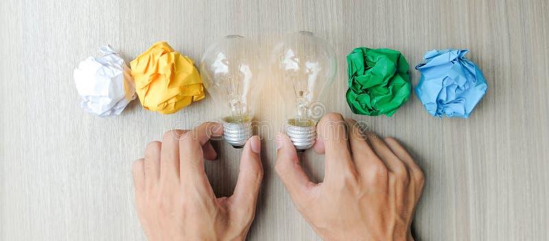 Nuevos conceptos de la idea, creativos, del genio y de la innovación imagenes de archivo