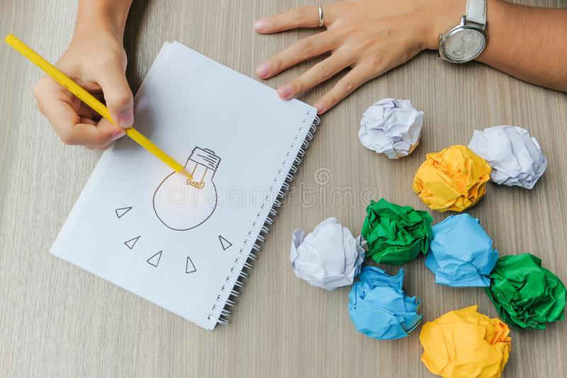 Nuevos conceptos de la idea, creativos, del genio y de la innovación imagen de archivo libre de regalías