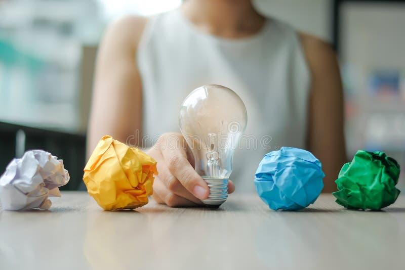 Nuevos conceptos de la idea, creativos, del genio y de la innovación foto de archivo